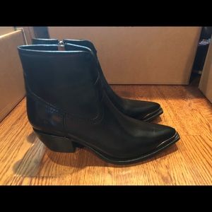 Frye women's Black leather boots 10 medium